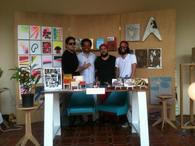 Estudios de artistas en Casa Blanca artists at their booth in FAD